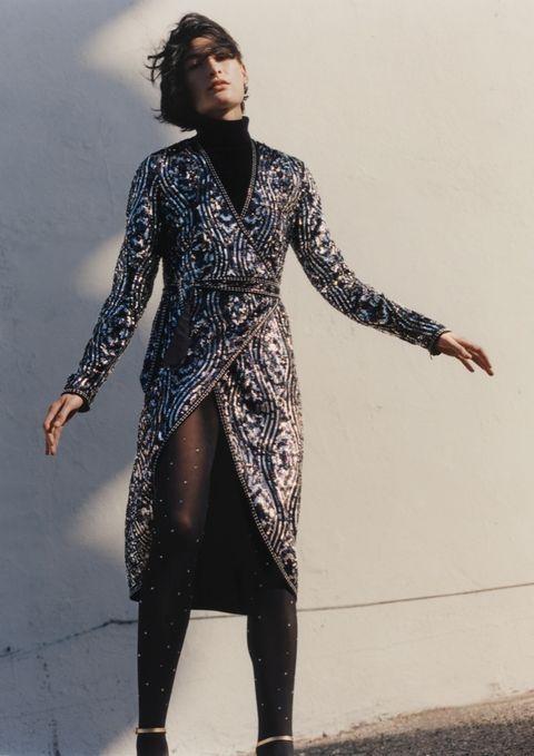 Sleeve, Human body, Standing, Style, Street fashion, Fashion model, Tights, Leggings, Fashion design, Costume design,