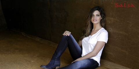 Sitting, Leg, Beauty, Jeans, Thigh, Knee, Tights, Footwear, Photo shoot, Human leg,
