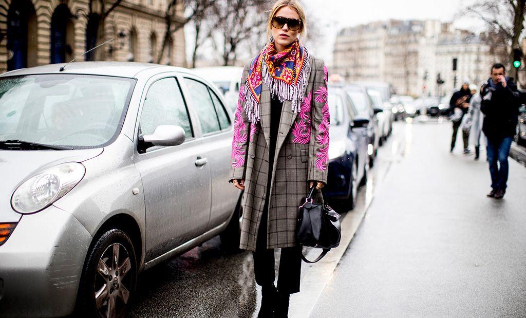 Llevan Un Los Parisinas Las Poco Así Largos Abrigos De y OqTdSwZ