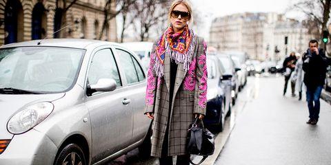 Street fashion, Vehicle, Car, Fashion, Eyewear, Mode of transport, Snapshot, Street, City car, Outerwear,