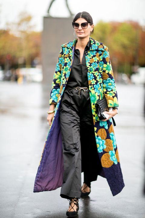 Eyewear, Textile, Outerwear, Sunglasses, Coat, Style, Street fashion, Bag, Fashion, Teal,