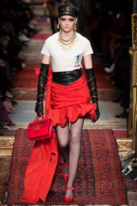Textile, Style, Bag, Fashion accessory, Waist, Jewellery, Street fashion, Fashion show, Fashion, Fashion model,