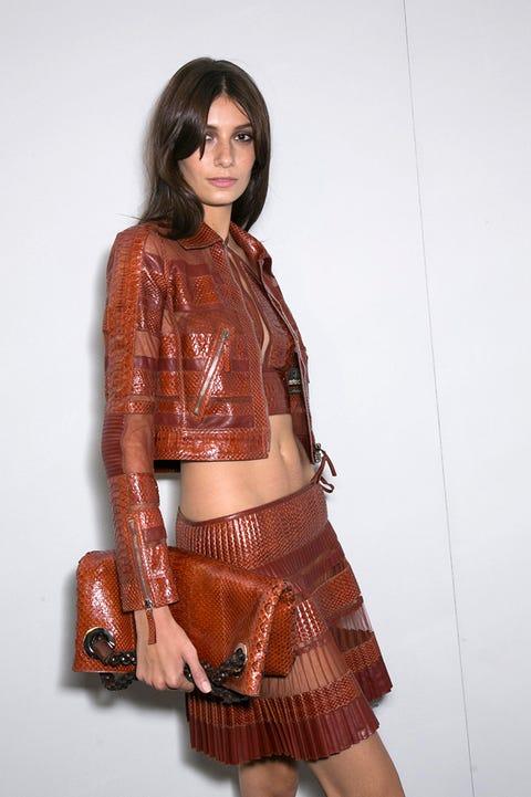 Brown, Sleeve, Shoulder, Textile, Joint, Waist, Style, Khaki, Fashion, Abdomen,