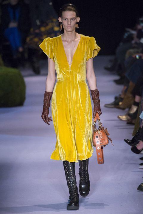 Fashion model, Fashion show, Fashion, Runway, Clothing, Yellow, Fashion design, Shoulder, Footwear, Event,