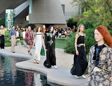 Dress, Costume, Street fashion, Ceremony, Red hair, Gown, Bride, Costume design, Water feature, Cosplay,