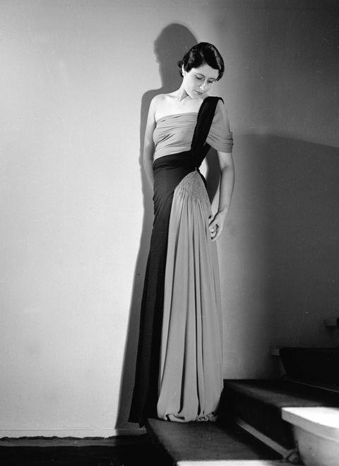 Dress, Shoulder, Standing, Style, One-piece garment, Gown, Waist, Day dress, Fashion model, Monochrome photography,
