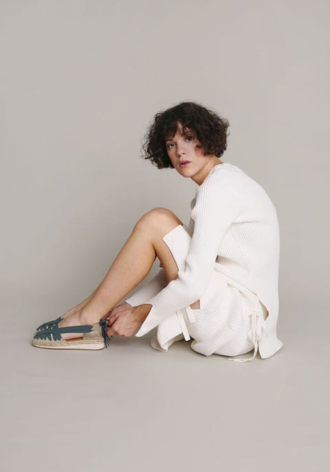 White, Sitting, Leg, Skin, Shoulder, Beauty, Joint, Knee, Fashion, Arm,