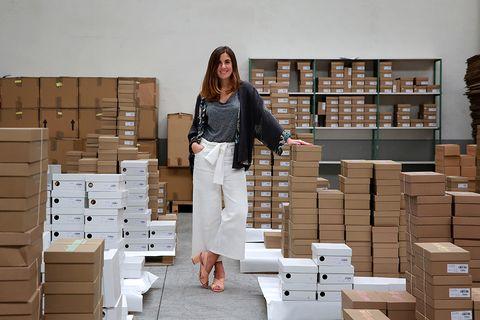 Wood, Box, Carton, Hardwood, Cardboard, Shipping box, Beige, Tan, Shelf, Package delivery,