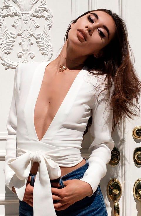 Shoulder, Style, Fashion, Beauty, Chest, Wrist, Blazer, Model, Fashion model, Eyelash,