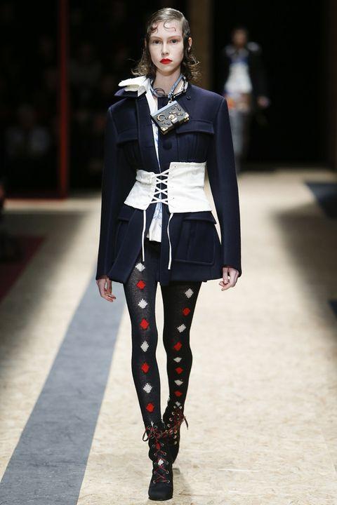 Fashion show, Outerwear, Runway, Fashion model, Style, Fashion, Knee, Model, Street fashion, Fashion design,