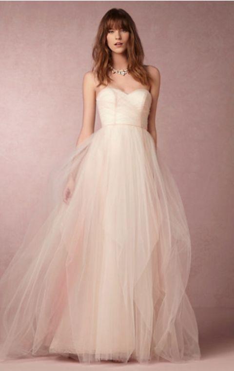 Por qué no encontrar tu vestido de novia en Internet?