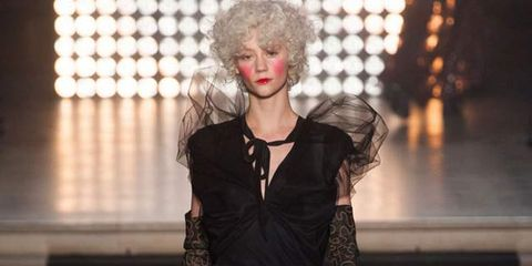 Hairstyle, Style, Waist, Fashion model, Fashion, Beauty, Black, Street fashion, Long hair, Model,