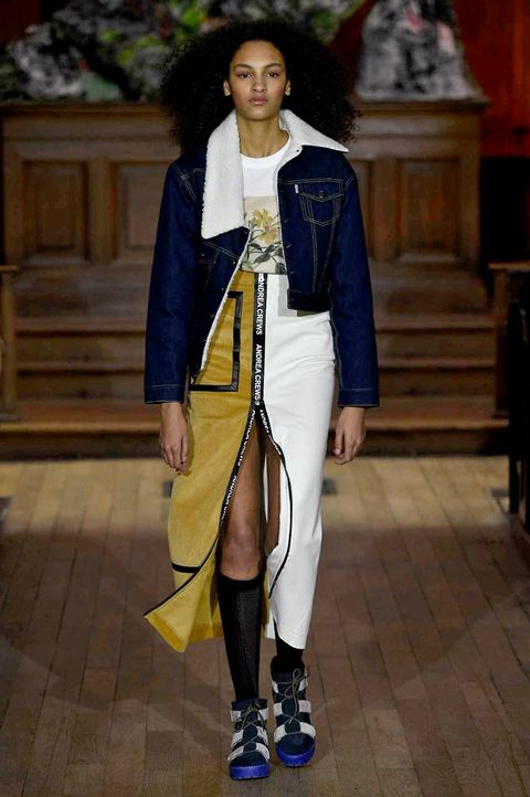Outerwear, Jewellery, Style, Street fashion, Fashion, High heels, Bag, Knee, Fashion model, Sandal,