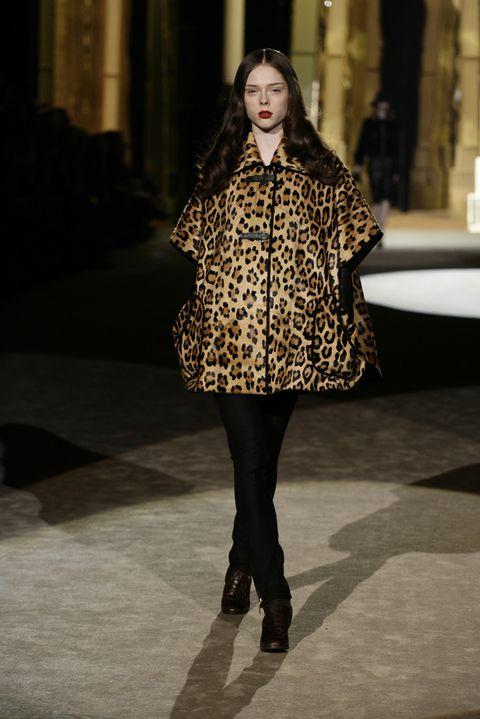 Fashion show, Outerwear, Style, Runway, Fashion model, Street fashion, Winter, Fashion, Beauty, Knee,