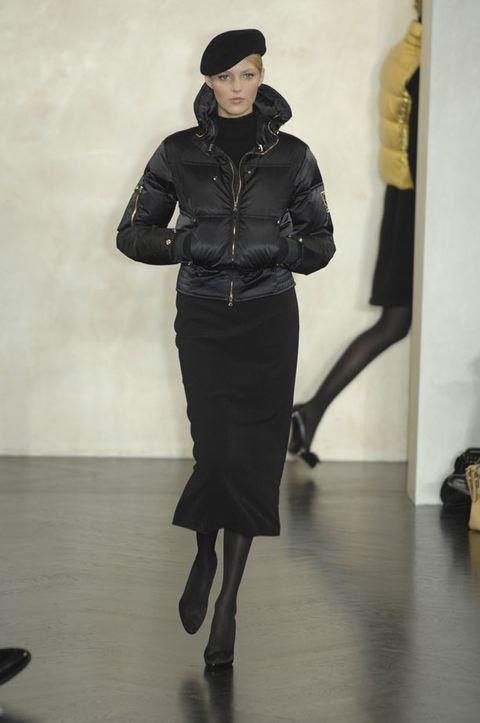 Sleeve, Shoulder, Joint, Standing, Style, Floor, Jacket, Fashion, Knee, Waist,