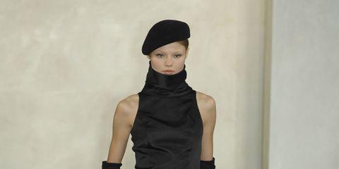 Shoulder, Human leg, Joint, Style, Knee, Waist, Fashion, Black, Fashion model, Thigh,