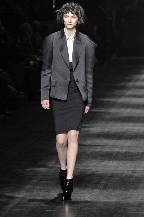 Clothing, Collar, Shoulder, Joint, Outerwear, Human leg, Coat, Formal wear, Style, Fashion model,