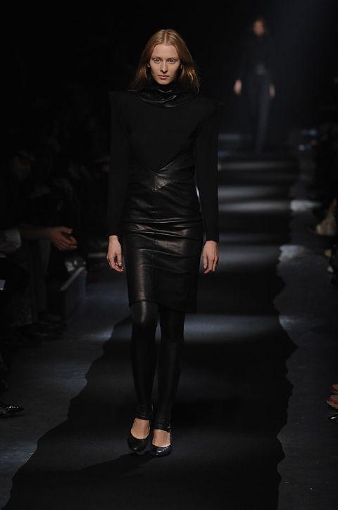 Fashion show, Style, Fashion model, Runway, Fashion, Knee, Neck, Street fashion, Waist, Model,