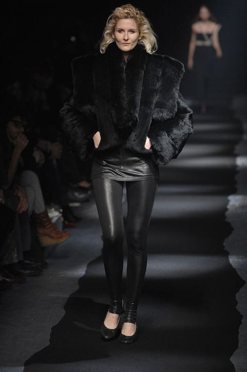 Leg, Human body, Joint, Outerwear, Style, Fashion model, Fashion show, Fashion, Runway, Knee,