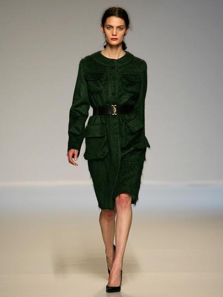 Clothing, Sleeve, Shoulder, Fashion show, Joint, Human leg, Waist, Style, Fashion model, Dress,