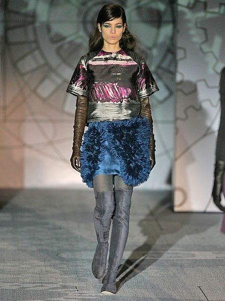 Textile, Fashion show, Outerwear, Human leg, Style, Fashion model, Runway, Knee, Street fashion, Fashion,