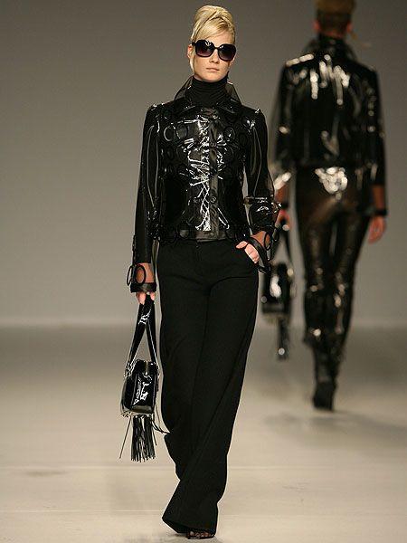Sleeve, Textile, Outerwear, Jacket, Sunglasses, Collar, Style, Fashion model, Bag, Street fashion,