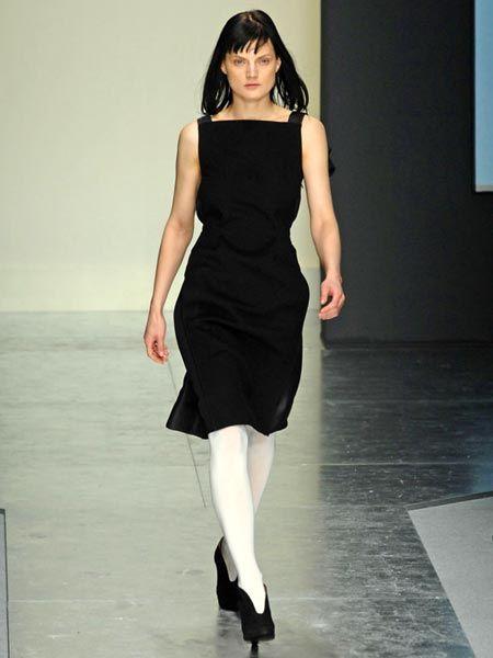 Dress, Shoulder, Human leg, Joint, Fashion model, One-piece garment, Style, Waist, Formal wear, High heels,