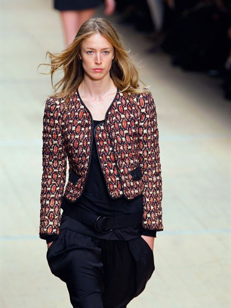 Sleeve, Shoulder, Fashion show, Joint, Outerwear, Collar, Style, Fashion model, Street fashion, Runway,