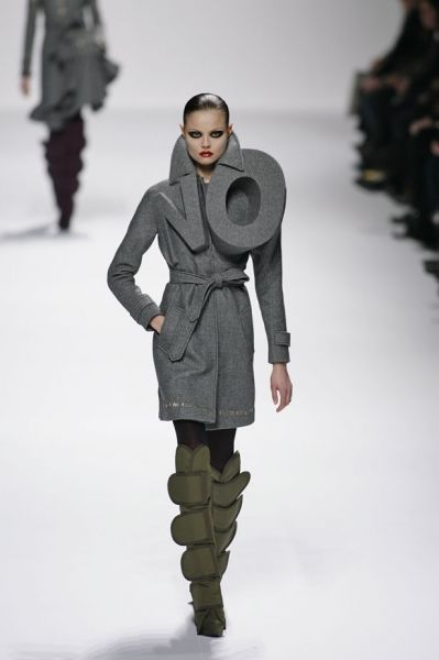 Sleeve, Shoulder, Winter, Standing, Joint, Outerwear, Style, Fashion show, Jacket, Fashion model,