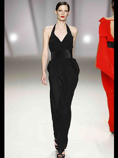 Fashion show, Shoulder, Joint, Standing, Waist, Fashion model, Style, Dress, Fashion, Neck,