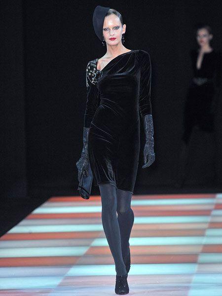 Human body, Shoulder, Fashion show, Dress, Runway, Style, Fashion model, Fashion, Model, One-piece garment,