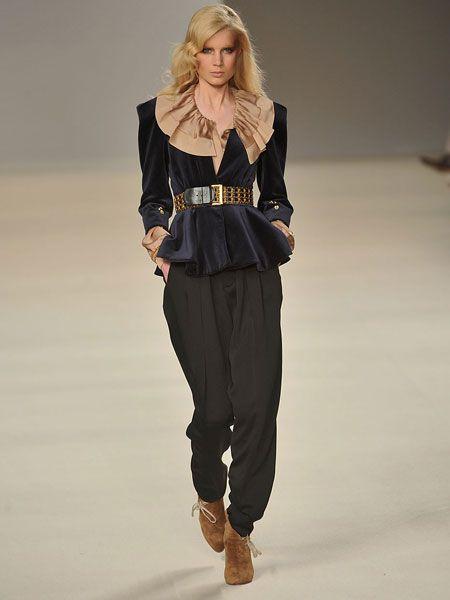Brown, Sleeve, Shoulder, Fashion show, Joint, Outerwear, Style, Waist, Fashion model, Street fashion,