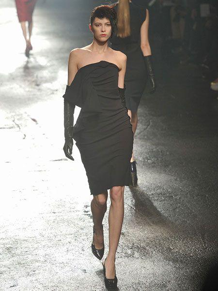 Human leg, Human body, Dress, Shoulder, Joint, Fashion show, Waist, Fashion model, Style, One-piece garment,