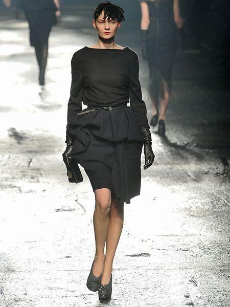 Leg, Human body, Shoulder, Human leg, Joint, Standing, Style, Fashion model, Waist, Fashion,