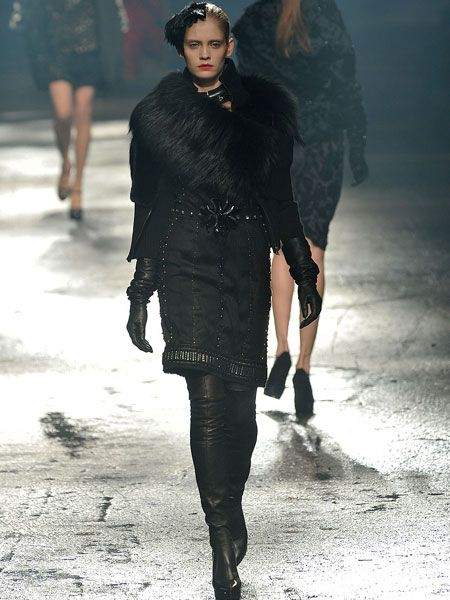 Clothing, Leg, Human, Human body, Winter, Joint, Fashion model, Style, Fashion show, Fashion,