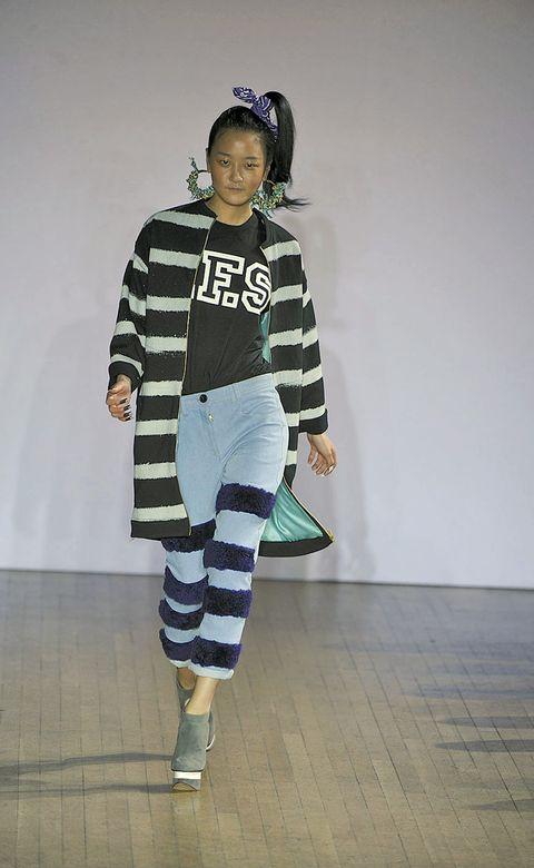 Sleeve, Floor, Flooring, Knee, Street fashion, Costume design, sweatpant, Wood flooring, Fashion design, Active pants,