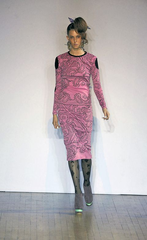 Joint, Jewellery, Dress, Style, One-piece garment, Fashion, Day dress, Fashion model, Knee, Fashion show,