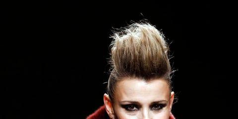 Sleeve, Human body, Style, Eyelash, Fashion, Fashion model, Fur, Blond, Model, Brown hair,