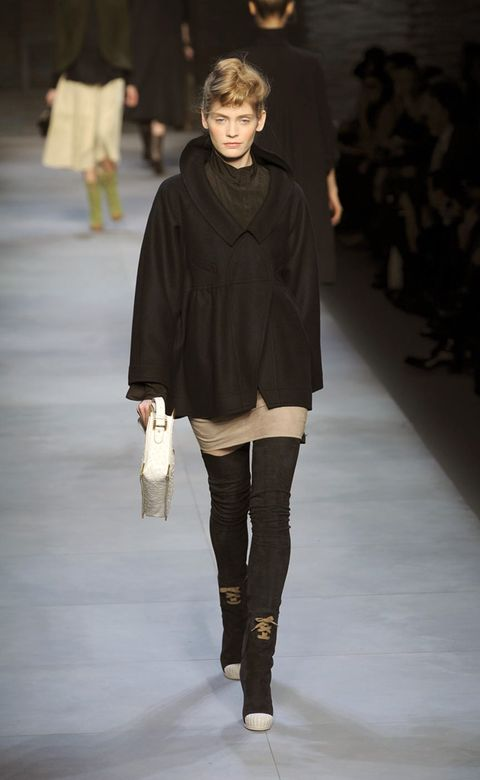 Brown, Fashion show, Shoulder, Textile, Human leg, Joint, Outerwear, Runway, Fashion model, Style,