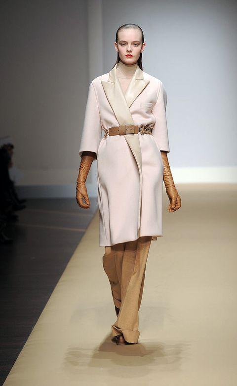 Sleeve, Shoulder, Fashion show, Joint, Style, Fashion model, Runway, Fashion, Waist, Model,