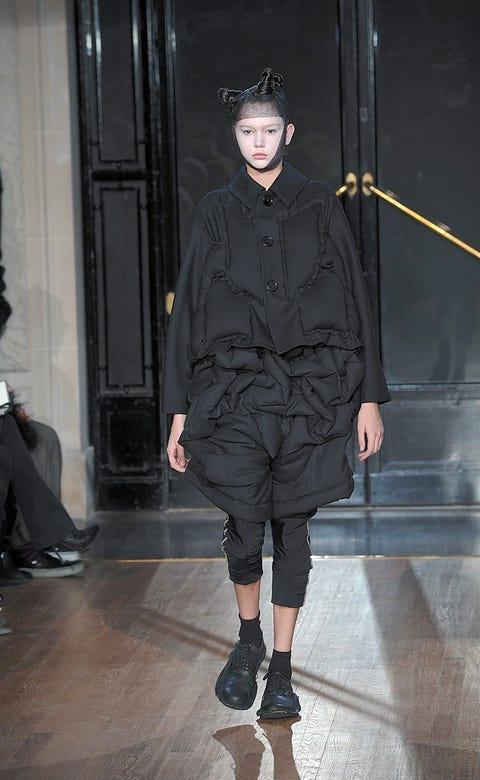 Leg, Sleeve, Joint, Outerwear, Style, Winter, Street fashion, Fashion, Knee, Black,