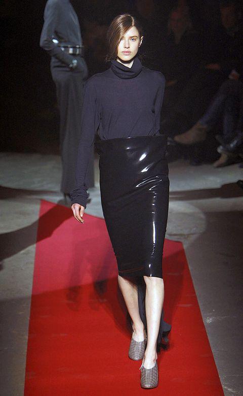 Leg, Shoulder, Flooring, Joint, Outerwear, Human leg, Style, Floor, Fashion model, Fashion show,