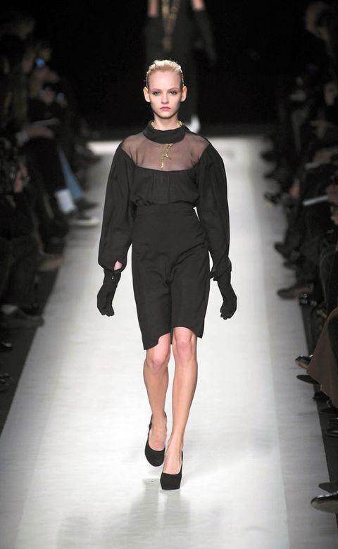 Fashion show, Event, Shoulder, Runway, Human leg, Joint, Outerwear, Fashion model, Style, Dress,