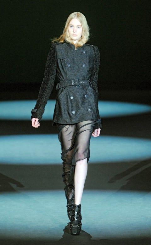 Human, Leg, Fashion show, Human body, Human leg, Joint, Outerwear, Fashion model, Runway, Style,