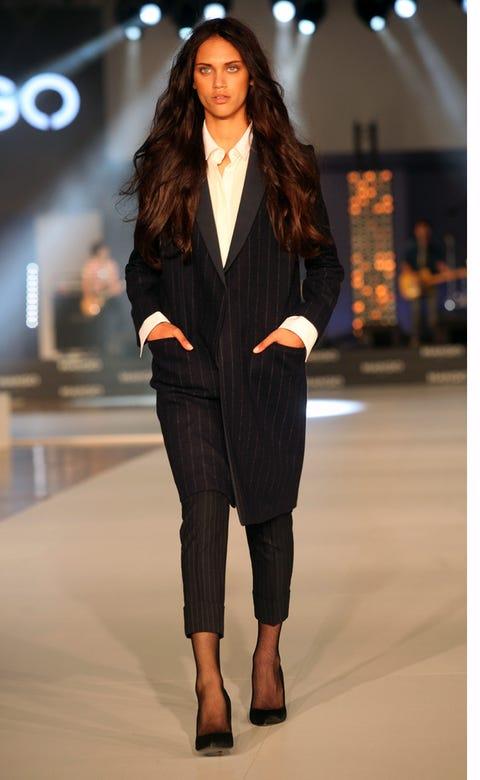 Brown, Sleeve, Human body, Fashion show, Outerwear, Style, Fashion model, Street fashion, Runway, Knee,