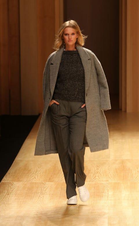 Sleeve, Fashion show, Shoulder, Coat, Shoe, Outerwear, Runway, Style, Fashion model, Fashion,