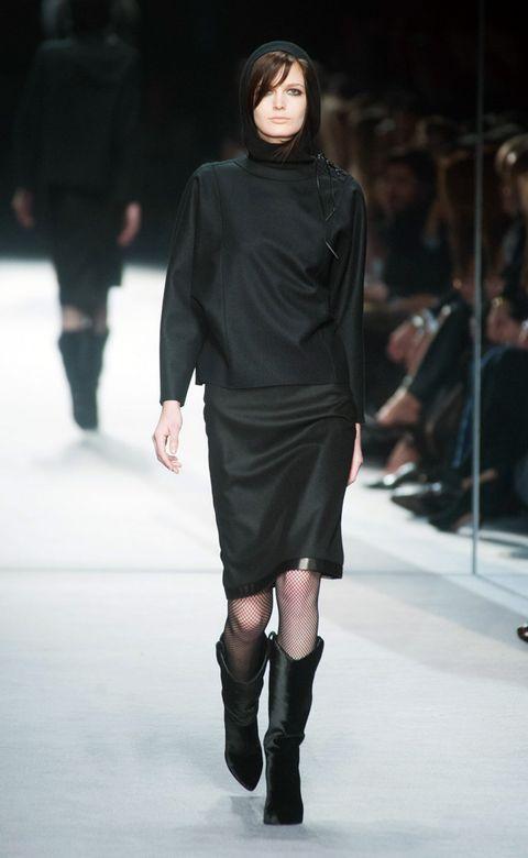 Leg, Sleeve, Fashion show, Shoulder, Joint, Human leg, Fashion model, Style, Runway, Knee,