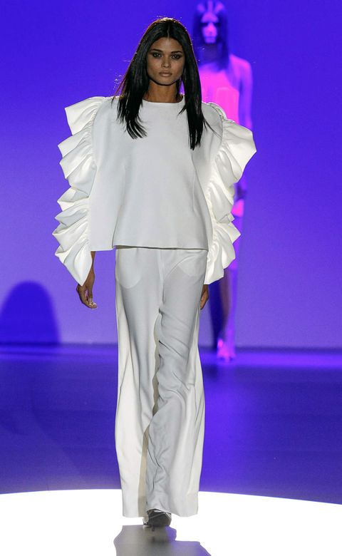 Fashion show, Shoulder, Style, Runway, Purple, Fashion model, Fashion, Model, Violet, Public event,