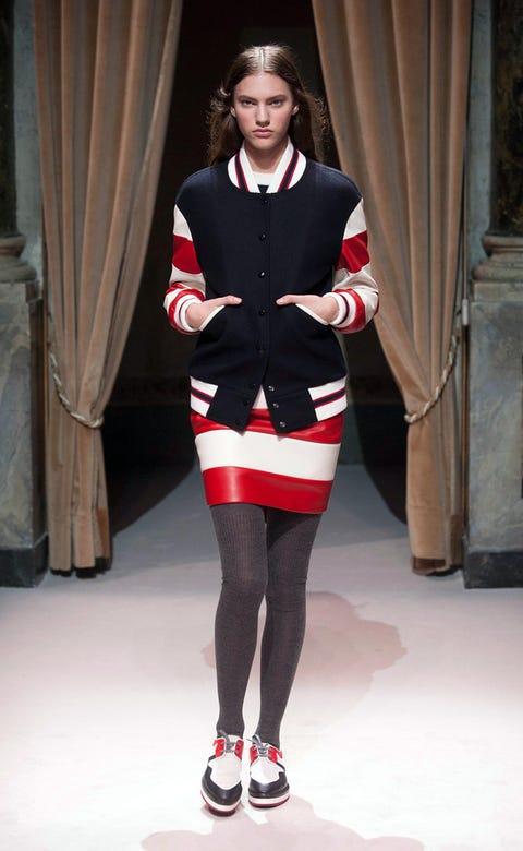 Sleeve, Human leg, Shoulder, Textile, Joint, Style, Thigh, Knee, Curtain, Carmine,