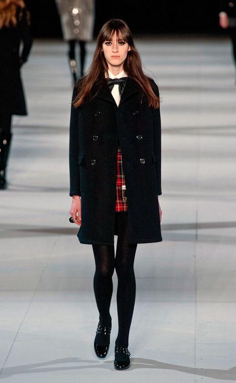 Clothing, Leg, Winter, Sleeve, Shoulder, Textile, Fashion show, Joint, Outerwear, Fashion model,
